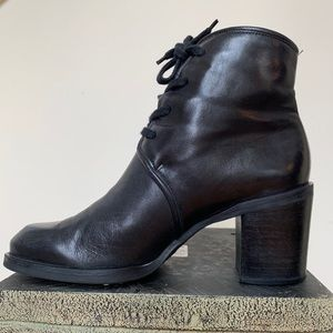 Vintage Enzo Angiolini black leather booties, 7.5